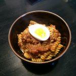 てきとーレシピ – トマトと味噌のフジッリ